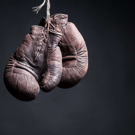 Foto de vintage boxing gloves on a  black background - Imagen libre de derechos