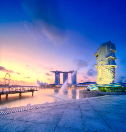 Foto de Vibrant panorama background of Singapore skyline at the business bay - Imagen libre de derechos