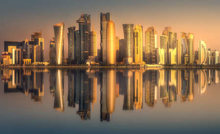 Photo pour The skyline of West Bay and Doha downtown, Qatar - image libre de droit