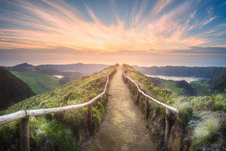 Photo pour Mountain landscape Ponta Delgada island, Azores - image libre de droit