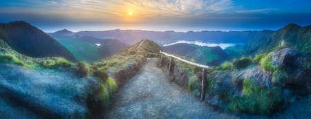 Photo pour Sao Miguel Island and lake Ponta Delgada, Azores - image libre de droit