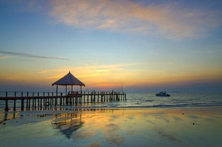 Foto de Sunset in Cambodia at The Seaside, Sihanouk Beach - Imagen libre de derechos