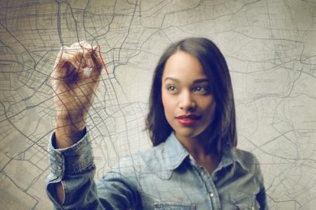 Photo pour woman writing a map - image libre de droit