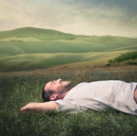 Foto de man relaxing on the grass - Imagen libre de derechos