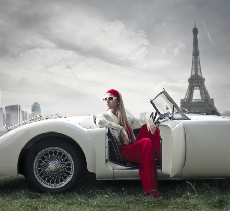 Foto de beautiful fashion woman on a car in Paris  - Imagen libre de derechos