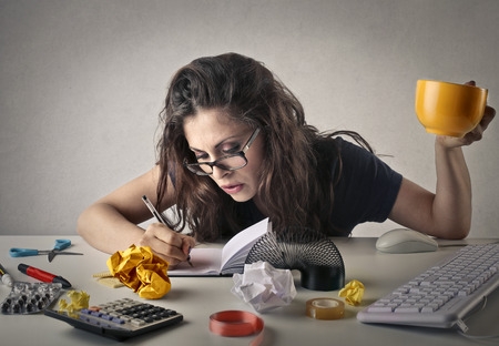 Foto de Woman working in the office - Imagen libre de derechos