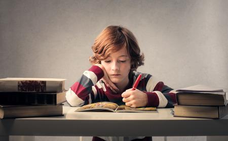 Foto de Child studying - Imagen libre de derechos