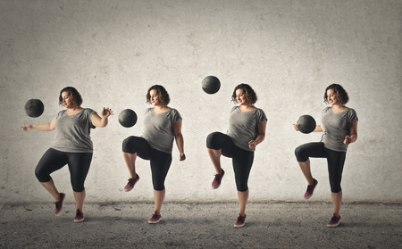 Photo pour Chubby woman trying to loose weight by training with a ball - image libre de droit