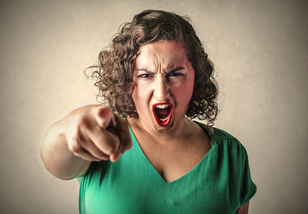 Photo pour Angry woman pointing at something - image libre de droit