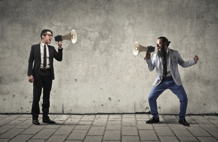 Photo pour Businessmen Shouting through megaphones - image libre de droit