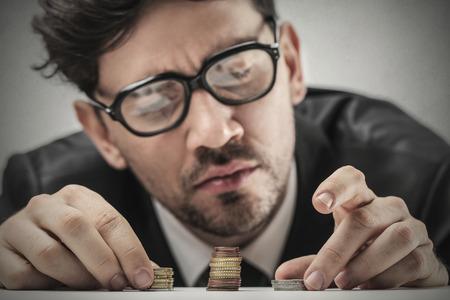 Photo pour Businessman counting money - image libre de droit