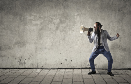 Photo pour Businessman screaming into a megaphone - image libre de droit