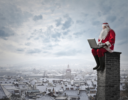 Photo pour Santa Claus on top of a chimney - image libre de droit