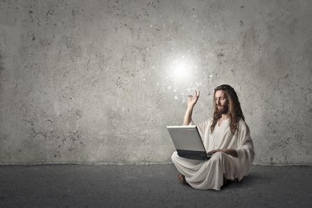 Foto de Jesus using a laptop - Imagen libre de derechos