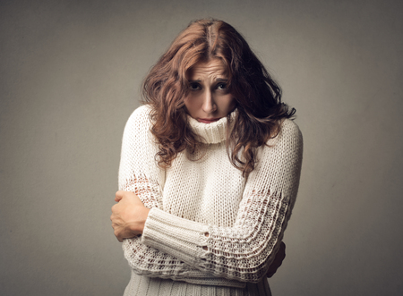 Photo pour Woman feeling cold - image libre de droit