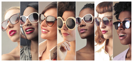 Photo pour Women wearing sunglasses - image libre de droit