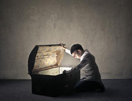 Photo pour Looking for the hidden treasure - image libre de droit