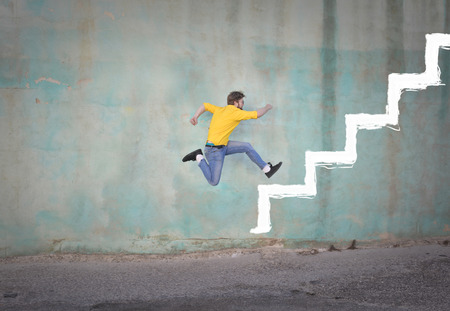 Foto de Man is climbing up stairs on - Imagen libre de derechos