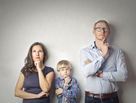 Photo pour The family is thinking - image libre de droit