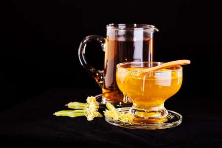 Foto de linden tea with  honey on the black background - Imagen libre de derechos