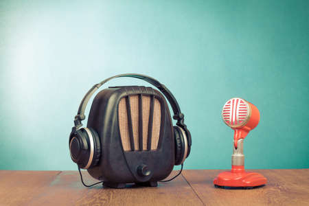 Photo pour Retro radio, red microphone and headphones old style photo - image libre de droit