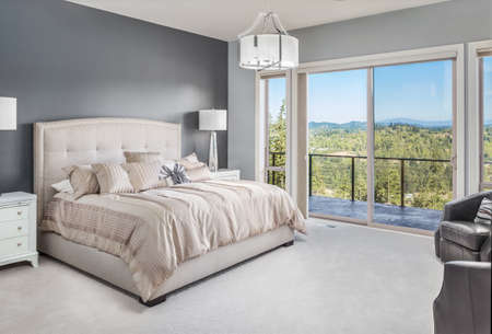 Photo pour Master Bedroom in Luxury Home with Beautiful View - image libre de droit