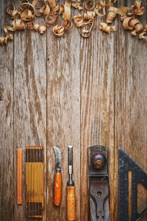 Foto de overhead view of a set of old tools - Imagen libre de derechos