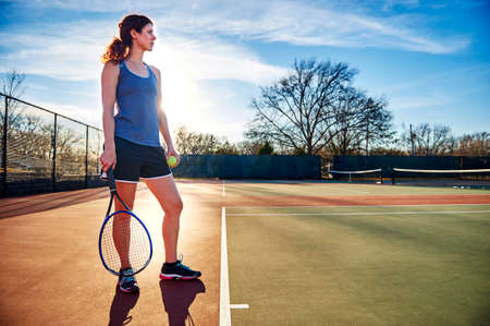 Photo pour woman playing tennis - image libre de droit