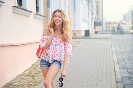 Photo pour Laughing Fashion Woman in the City Street in Europe. Smiling Trendy Girl in Summer European Town. Happy Female Portrait. Copy Space. - image libre de droit