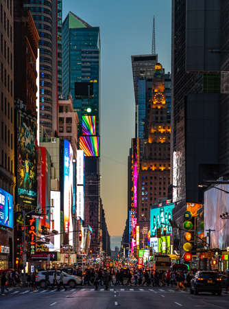Foto für A picture of a steeet of New York at sunset, near Times Square. - Lizenzfreies Bild
