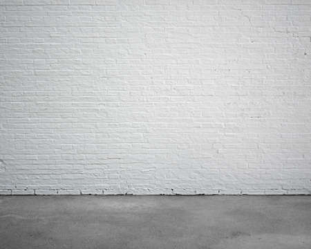 Foto de room interior with white brick wall and concrete floor, nobody, empty - Imagen libre de derechos