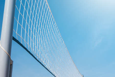 Foto de Mesh for beach volleyball on a sunny summer day - Imagen libre de derechos