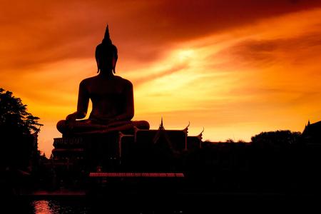 Foto de Shadow of the big buddha evening. - Imagen libre de derechos