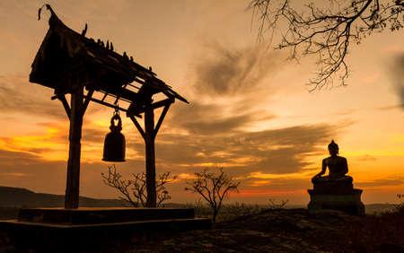 Foto de Buddha statue in sunset at  Phrabuddhachay Temple Saraburi, Thailand  - Imagen libre de derechos