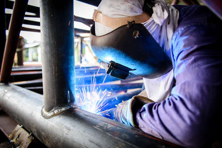 Foto per Welding steel structure - Immagine Royalty Free
