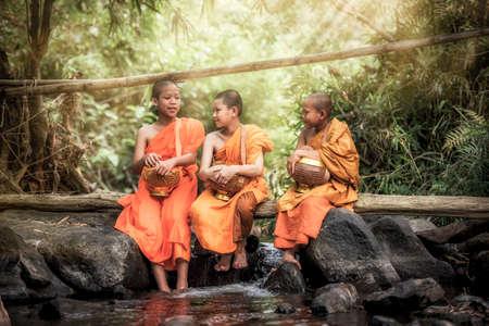 Foto de Novice Monk in Thailand - Imagen libre de derechos
