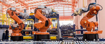 Photo pour welding robots in a car manufacturer factory - image libre de droit