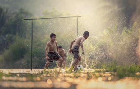 Foto de Boy kicking a soccer ball - Imagen libre de derechos