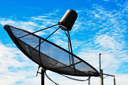 Foto de Blue sky with the Satellite dish.  - Imagen libre de derechos