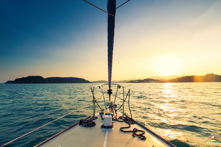 Photo pour Nose of yacht sailing in the sea at sunset - image libre de droit