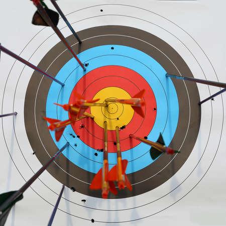 Photo pour arrows hit target, successful concept - image libre de droit