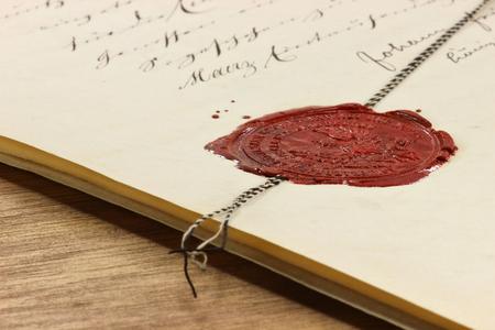 Photo pour antique wax seal on old notarial document - image libre de droit