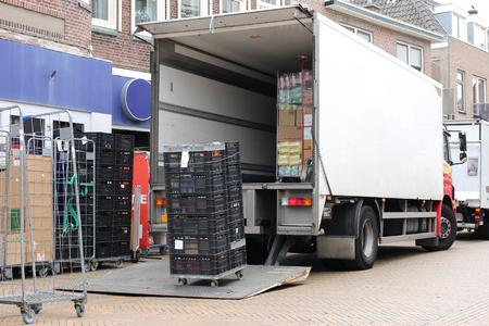 Photo pour Delivery truck being unloaded - image libre de droit