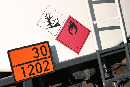 Foto de orange-colored plate with hazard-identification number 30 and UN-Number 1202 - Imagen libre de derechos