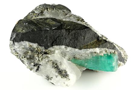Photo pour emerald nestled in bedrock found in Chivor/ Colombia - image libre de droit