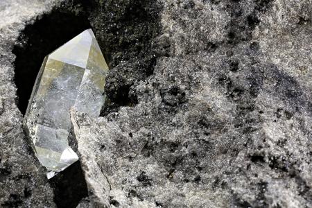 Foto de Herkimer diamond nestled in bedrock - Imagen libre de derechos