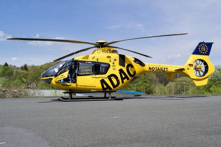 Foto de ADAC Luftrettung rescue helicopter D-HDEC of type Eurocopter EC-135 P2. - Imagen libre de derechos