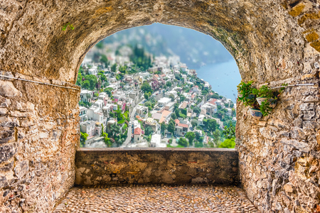 Foto de Scenic rock arch balcony with aerial view of Positano Village on the Amalfi Coast, Italy - Imagen libre de derechos