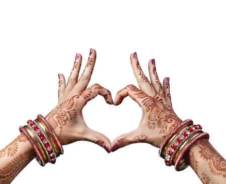 Photo pour Woman hands with henna doing heart gesture isolated on white background with clipping path - image libre de droit
