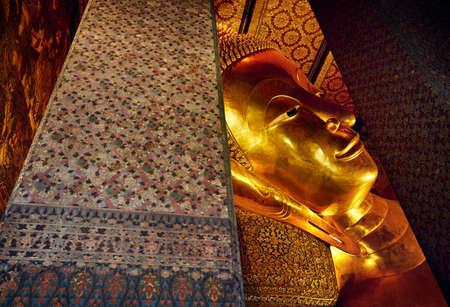 Foto de Famous Statue of Big Golden Buddha in wat Pho temple in Bangkok, Thailand. Symbol of Buddhist culture.  - Imagen libre de derechos